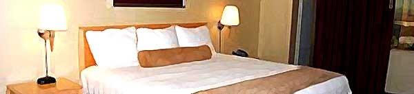 stratosphere_deluxe_guestroom_600